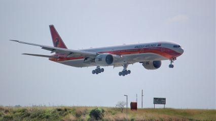planes photography b777
